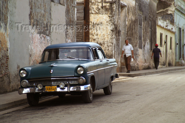 cuba59: Cuba - Holguín - 1955 Ford and street - photo by G.Friedman - (c) Travel-Images.com - Stock Photography agency - Image Bank