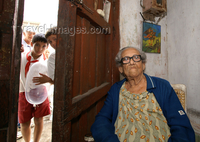 cuba60: Cuba - Holguín - 90-year-old grandmother and pioneer with baloon - photo by G.Friedman - (c) Travel-Images.com - Stock Photography agency - Image Bank