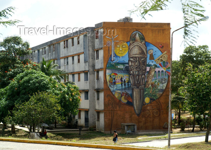 cuba63: Cuba - Holguín - artwork on building - photo by G.Friedman - (c) Travel-Images.com - Stock Photography agency - Image Bank