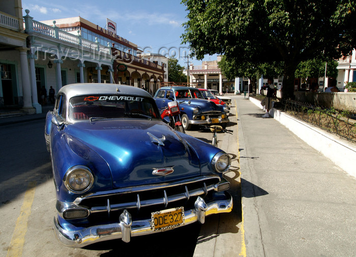 cuba64: Cuba - Holguín - blue cars parked along curb - photo by G.Friedman - (c) Travel-Images.com - Stock Photography agency - Image Bank