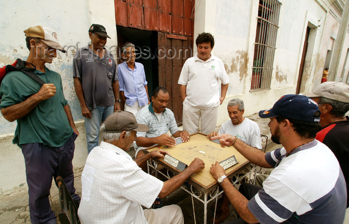 cuba66: Cuba - Holguín - domino game - photo by G.Friedman - (c) Travel-Images.com - Stock Photography agency - Image Bank