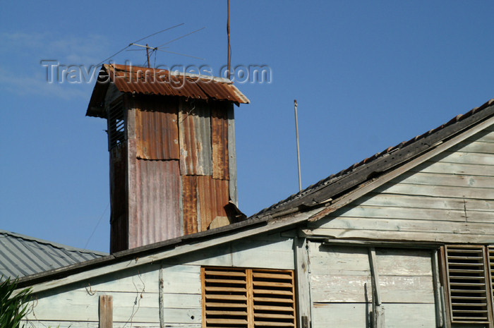 cuba73: Cuba - Holguín - metal rooftops - photo by G.Friedman - (c) Travel-Images.com - Stock Photography agency - Image Bank