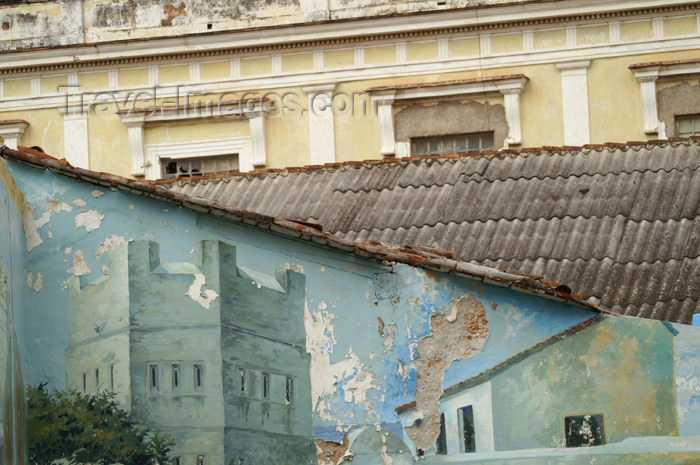 cuba76: Cuba - Holguín - painted wal - photo by G.Friedman - (c) Travel-Images.com - Stock Photography agency - Image Bank