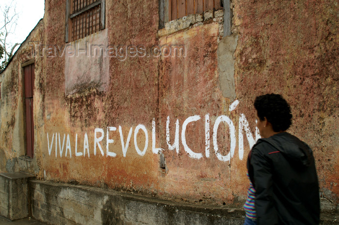cuba85: Cuba - Holguín - Viva la Revolucion - grafitti - photo by G.Friedman - (c) Travel-Images.com - Stock Photography agency - Image Bank
