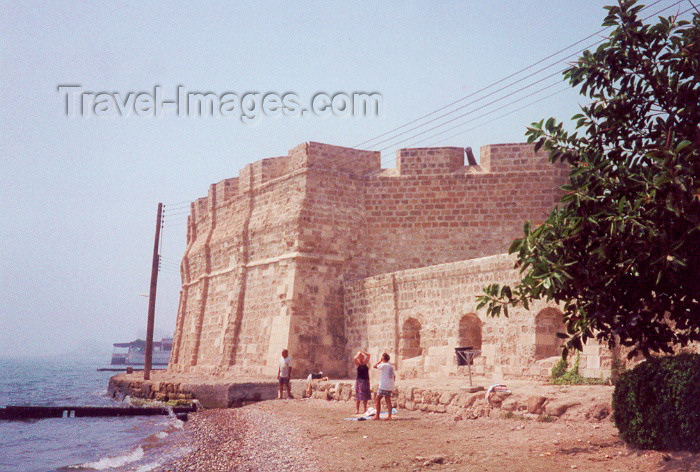 cyprus11: Cyprus - Larnaca / Larnax / LCA: the fort seen from the beach - photo by Miguel Torres - (c) Travel-Images.com - Stock Photography agency - Image Bank