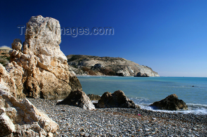 cyprus118: Petra Tou Romiou - Paphos district, Cyprus: rock column on the beach - photo by A.Ferrari - (c) Travel-Images.com - Stock Photography agency - Image Bank