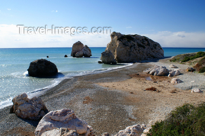 cyprus120: Petra Tou Romiou - Paphos district, Cyprus: beach and islets - photo by A.Ferrari - (c) Travel-Images.com - Stock Photography agency - Image Bank