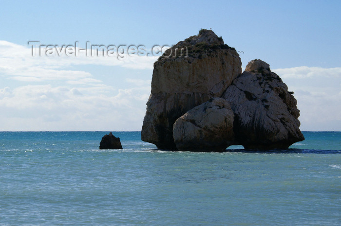 cyprus122: Petra Tou Romiou - Paphos district, Cyprus: eroded islet - photo by A.Ferrari - (c) Travel-Images.com - Stock Photography agency - Image Bank