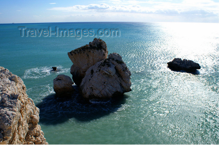 cyprus125: Petra Tou Romiou - Paphos district, Cyprus: islet and horizon - photo by A.Ferrari - (c) Travel-Images.com - Stock Photography agency - Image Bank
