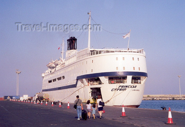 cyprus16: Cyprus - Limassol / Lemessos / Leymosun / QLI : passenger ship in the harbour the harbour - tourists leave for Beirut - photo by Miguel Torres - (c) Travel-Images.com - Stock Photography agency - Image Bank