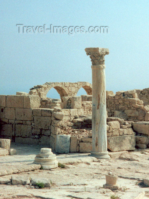 cyprus21: Cyprus - Kourion / Curium - Limassol district: temple of Apollo Hylates - photo by Miguel Torres - (c) Travel-Images.com - Stock Photography agency - Image Bank