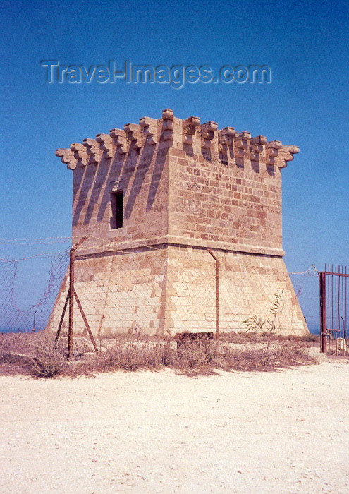 cyprus26: Cyprus - Larnaca: coastal defenses - small fort - photo by Miguel Torres - (c) Travel-Images.com - Stock Photography agency - Image Bank