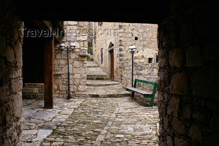 cyprus78: Lofou - Limassol district, Cyprus: narrow street - photo by A.Ferrari - (c) Travel-Images.com - Stock Photography agency - Image Bank
