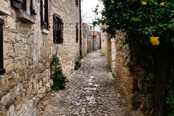 cyprus81: Lofou - Limassol district, Cyprus: long narrow street - photo by A.Ferrari - (c) Travel-Images.com - Stock Photography agency - Image Bank