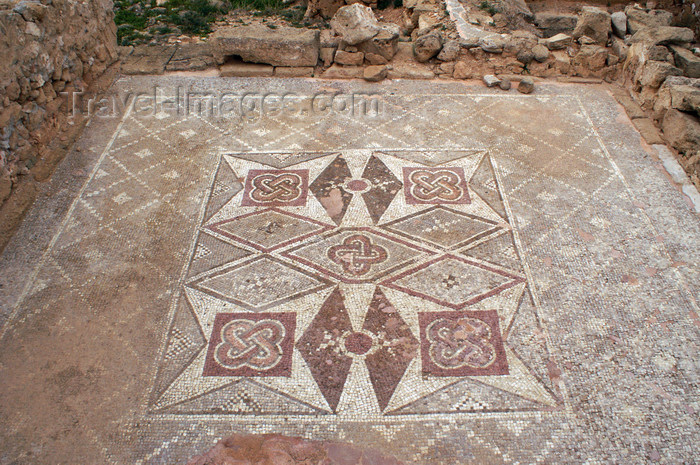 cyprus94: Paphos, Cyprus: outdoor Roman mosaic - geometrical motives - photo by A.Ferrari - (c) Travel-Images.com - Stock Photography agency - Image Bank