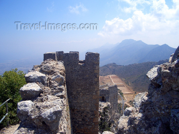 cyprusn29: Cyprus - Kyrenia region: St Hilarion castle - ramparts (photo by Rashad Khalilov) - (c) Travel-Images.com - Stock Photography agency - Image Bank
