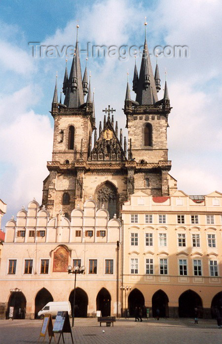 czech10: Czech Republic - Prague: arches & spires (chram Matky bozi pred Tynem - Staromestske namesti) Historic Centre of Prague - Unesco world heritage site (photo by Miguel Torres) - (c) Travel-Images.com - Stock Photography agency - Image Bank