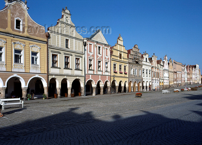 czech117: Czech Republic - Telc / Teltsch (Southern Moravia - Jihomoravský - Jihlavský kraj: main square - Renaissance houses - Historic Center façades, UNESCO World Heritage Site - photo by J.Fekete - (c) Travel-Images.com - Stock Photography agency - Image Bank