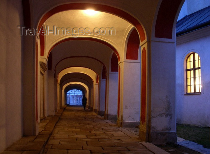 czech121: Czech republicCzech Republic - Telc / Teltsch  (Southern Moravia - Jihomoravský - Jihlavský kraj: arcade - nocturnal - photo by J.Kaman - (c) Travel-Images.com - Stock Photography agency - Image Bank