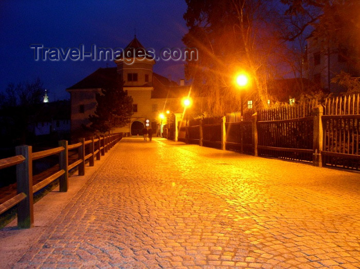 czech126: Czech Republic - Telc / Teltsch (Southern Moravia - Jihomoravský - Jihlavský kraj): cobble-stones at night - photo by J.Kaman - (c) Travel-Images.com - Stock Photography agency - Image Bank