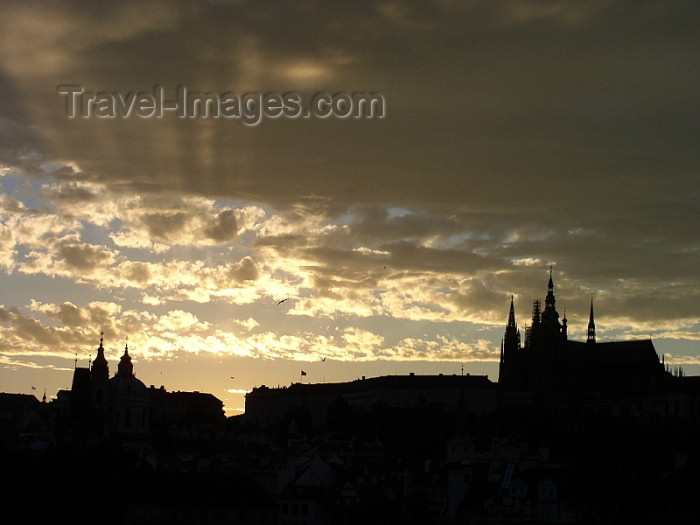 czech186: Czech Republic - Prague: Hradcany Castle - silhouette - photo by J.Kaman - (c) Travel-Images.com - Stock Photography agency - Image Bank