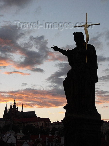 czech187: Czech Republic - Prague: Statue on the Charle's bridge and Hradcany Castle - photo by J.Kaman - (c) Travel-Images.com - Stock Photography agency - Image Bank