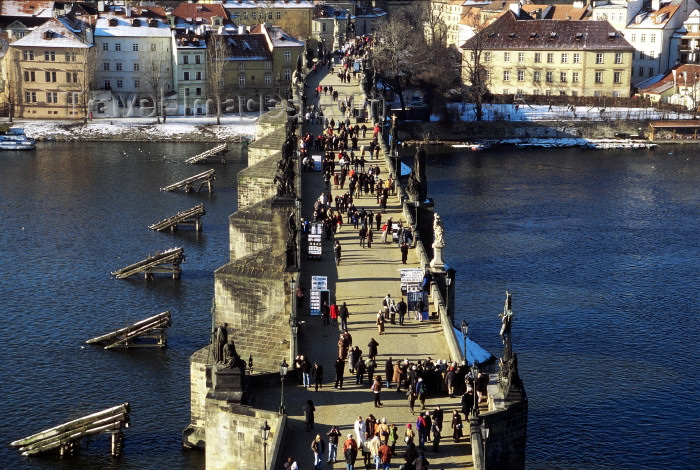 czech199: Czech Republic -  Prague: Charles Bridge and the Vltava - from above - Winter (photo by M.Gunselman) - (c) Travel-Images.com - Stock Photography agency - Image Bank