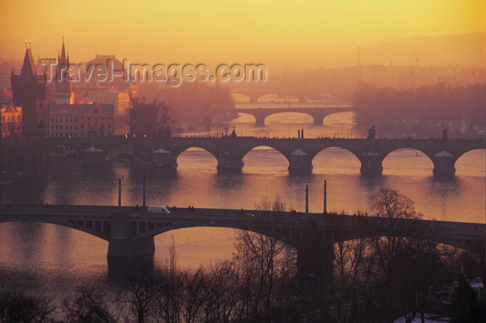 czech203: Czech Republic - Prague: four bridges and the Vltava - red sky (photo by M.Gunselman) - (c) Travel-Images.com - Stock Photography agency - Image Bank
