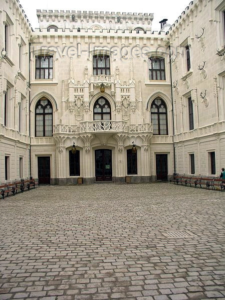 czech217: Czech Republic - Hluboka nad Vltavou  (Southern Bohemia - Jihoceský - Budejovický kraj): Schwarzenberg castle - inner court - Schloss Frauenberg - photo by J.Kaman - (c) Travel-Images.com - Stock Photography agency - Image Bank