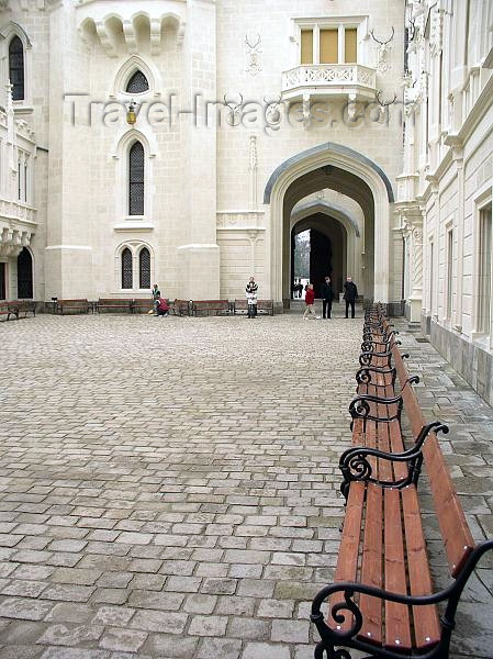 czech218: Czech Republic - Hluboka nad Vltavou  (Southern Bohemia - Jihoceský - Budejovický kraj): Schwarzenberg castle - benches - inner court - photo by J.Kaman - (c) Travel-Images.com - Stock Photography agency - Image Bank