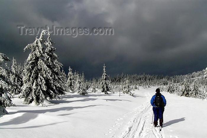 czech246: Czech Republic - Krkonose mountains - Krkonose mountains: cross-country ski -  - Krkonose National Park - KRNAP - UNESCO Biosphere reserve - photo by J.Kaman - (c) Travel-Images.com - Stock Photography agency - Image Bank