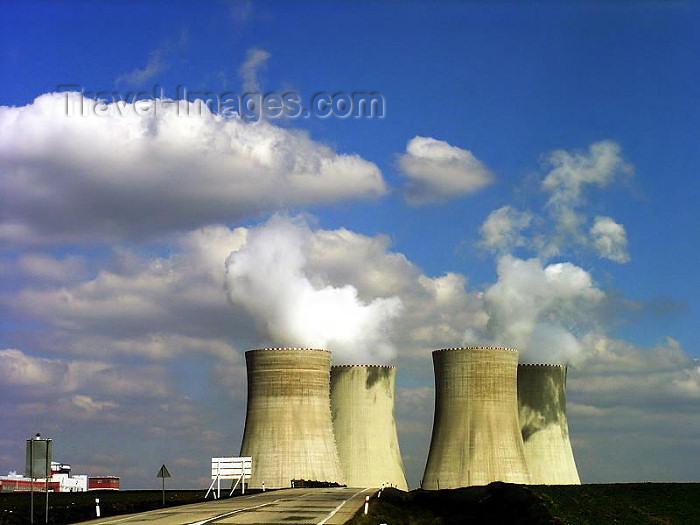 czech327: Czech Republic - Temelín (Southern Bohemia - Jihoceský - Budejovický kraj): Nuclear Power Plant - vapour and sky - Atomic energy / Jaderná elektrárna Temelín / Atomkraftwerk - photo by J.Kaman - (c) Travel-Images.com - Stock Photography agency - Image Bank