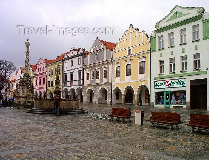 czech328: Czech Republic - Trebon  (Southern Bohemia - Jihoceský - Budejovický kraj): Masaryk's square and column - photo by J.Kaman - (c) Travel-Images.com - Stock Photography agency - Image Bank
