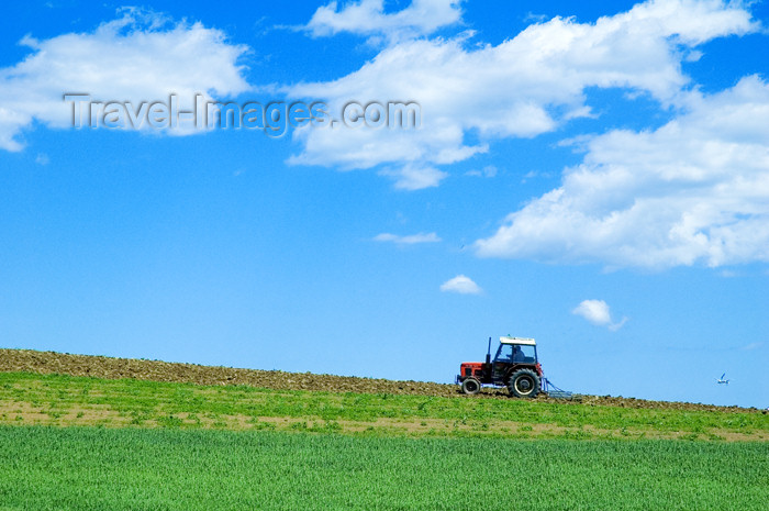 czech365: Czech Republic - Holesov: farming fields - tractor at work - European agriculture - Zlín Region (photo by P.Gustafson) - (c) Travel-Images.com - Stock Photography agency - Image Bank