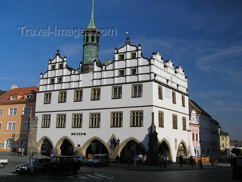 czech376: Czech Republic - Litomerice / Leitmeritz - Ústí nad Labem Region (Northern Bohemia): the Old Town Hall, now the Regional Homeland Museum - Mirove namesti - photo by J.Kaman - (c) Travel-Images.com - Stock Photography agency - Image Bank