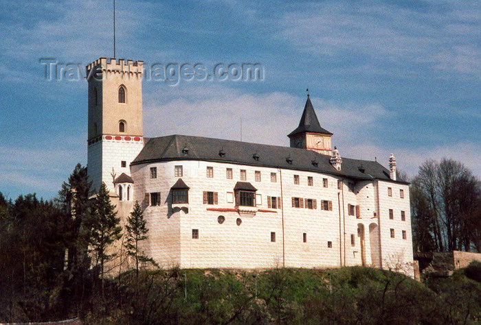 czech38: Czech Republic - Rozmberk nad Vltavou / Rosenberg am Moldau (Southern Bohemia - Jihoceský - Budejovický kraj, in ex Sudetenland): Kratochvile castle - Ceský Krumlov district, Southern Bohemia (photo by M.Torres) - (c) Travel-Images.com - Stock Photography agency - Image Bank