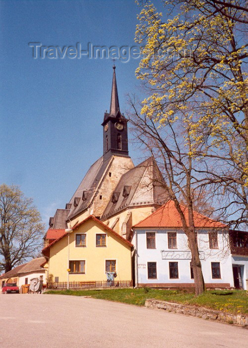 czech40: Czech Republic - Dolni Dvoriste (Southern Bohemia - Jihoceský - Budejovický kraj): Church and brothels shoulder to shoulder - Ceský Krumlov district, Southern Bohemia (photo by M.Torres) - (c) Travel-Images.com - Stock Photography agency - Image Bank