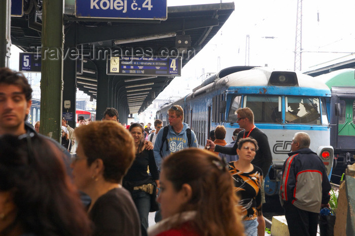 czech407: Train station. Prague. Czech Republic - photo by H.Olarte - (c) Travel-Images.com - Stock Photography agency - Image Bank