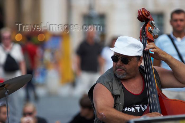 czech438: Street musicians, Prague, Czech Republic - photo by H.Olarte - (c) Travel-Images.com - Stock Photography agency - Image Bank