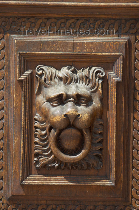 czech440: Lion head door knocker. Prague, Czech Republic - photo by H.Olarte - (c) Travel-Images.com - Stock Photography agency - Image Bank