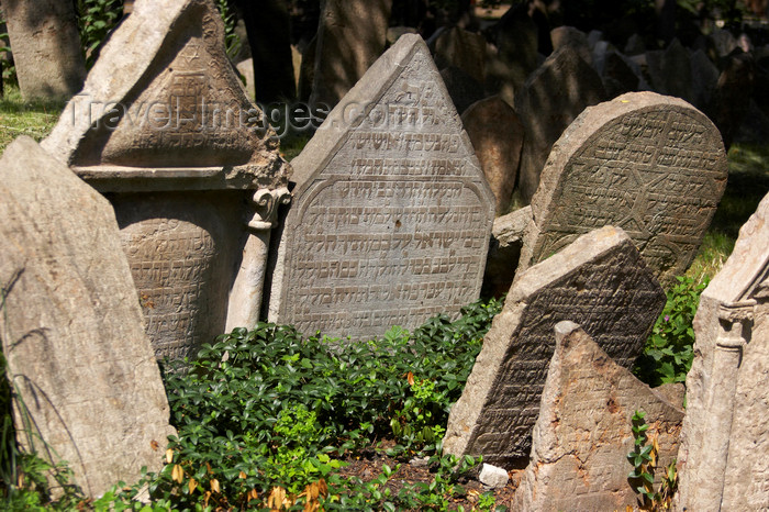 czech446: Jewish Cemetery, Prague, Czech Republic - photo by H.Olarte - (c) Travel-Images.com - Stock Photography agency - Image Bank