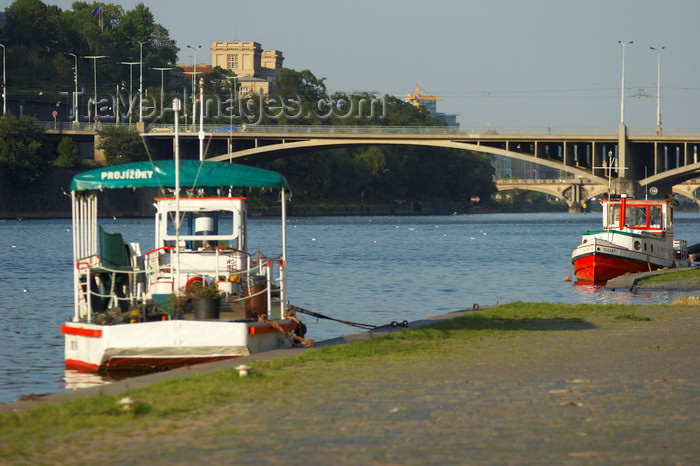 czech449: Small boats on the Vltava River. Prague, Czech Republic - photo by H.Olarte - (c) Travel-Images.com - Stock Photography agency - Image Bank