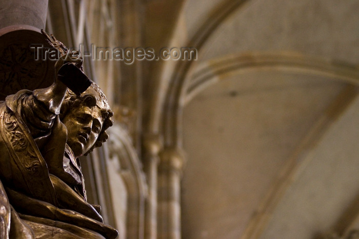 czech453: St Vitus Cathedral, Sculptures detail. Prague, Czech Republic - photo by H.Olarte - (c) Travel-Images.com - Stock Photography agency - Image Bank