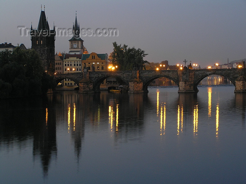czech460: Prague, Czech Republic: Charles bridge at dawn - photo by J.Kaman - (c) Travel-Images.com - Stock Photography agency - Image Bank