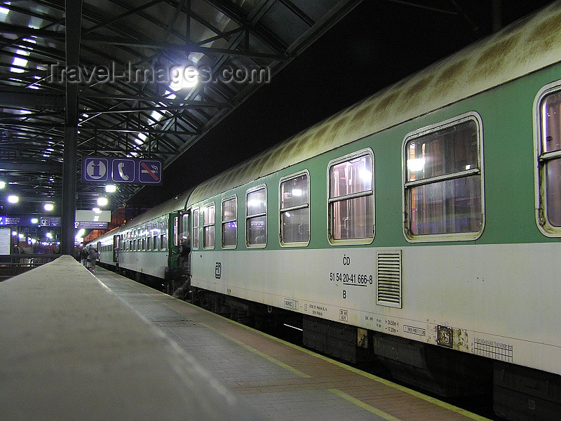 czech466: Prague, Czech Republic: Night train at the main train station - photo by J.Kaman - (c) Travel-Images.com - Stock Photography agency - Image Bank