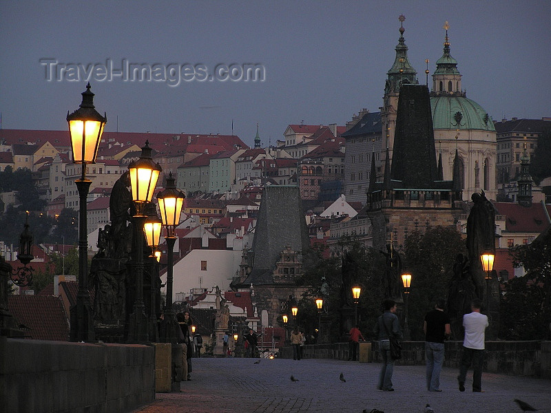 czech470: Prague, Czech Republic: Charles bridge at dawn - lamps - photo by J.Kaman - (c) Travel-Images.com - Stock Photography agency - Image Bank