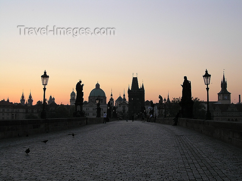 czech471: Prague, Czech Republic: on the Charles bridge at dawn - photo by J.Kaman - (c) Travel-Images.com - Stock Photography agency - Image Bank