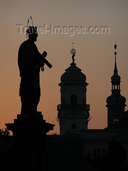 czech472: Prague, Czech Republic: Charles bridge at dawn  - Saint silhouette - photo by J.Kaman - (c) Travel-Images.com - Stock Photography agency - Image Bank