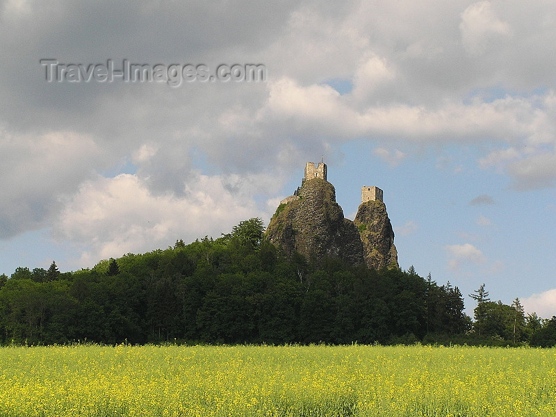 czech479: Czech Republic - Trosky Castle / Hrad Trosky: a Czech Meteora - Liberec Region - photo by J.Kaman - (c) Travel-Images.com - Stock Photography agency - Image Bank
