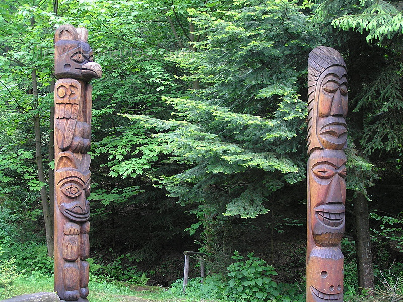 czech520: Czech Republic - Broumov area - Nachod District: totems - Broumovske steny - Hradec Kralove Region - photo by J.Kaman - (c) Travel-Images.com - Stock Photography agency - Image Bank